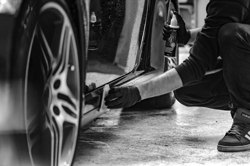 Adama a créé Super Lavage Auto à Sec, entreprise de nettoyage écologique de véhicule